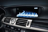 12.3インチの大型液晶モニターには、ナビ画面のほかさまざまな車両情報が表示される。