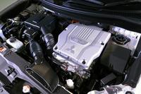 「アウトランダーPHEV」のパワーユニット。リアにも駆動用のモーターが搭載される。
