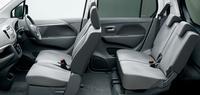 「ワゴンR FZ」のインテリア。シートなどに用いられたライトグレーの内装色が特徴。