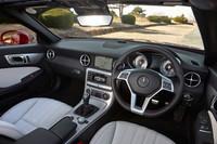 テスト車にはオプションの「AMGスポーツパッケージ」(35万円)が装着されていた。なお、同パッケージを選ぶには、同時に「レザーパッケージ」(28万円)のオプションも装着する必要がある。