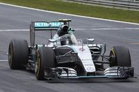 予選Q3の最後のアタックでコースアウト、タイムアップを果たせず2番グリッドに甘んじたロズベルグ。決勝ではスタートでポールシッターのハミルトンをかわし、終盤はバイブレーションに悩みながらもしっかりとトップを守り切り今季3勝目を飾った。これでポイントリーダーのハミルトンとの差は10点まで縮まった。(Photo=Mercedes)