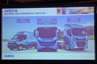 欧州におけるイベコの天然ガス車のラインナップ。写真右の「ストラリス」は、ガスタンクを2つ備え、最大1550kmの航続距離を誇る。