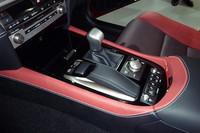 ナビゲーションなどを操作する「リモートタッチ」が採用された。