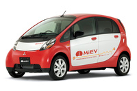 2006年に発表された研究車両の「三菱i MiEV」。このモデルが、市販モデルの「i-MiEV」に発展することとなる。