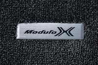 専用フロアマットに光る「Modulo X」のロゴ。オーナー心をくすぐる。