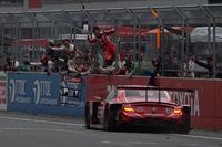 セーフティーカーの導入で一時は順位を落としたNo.38 ZENT CERUMO SC430だが、43周目に再びトップに浮上。今季初優勝を獲得した。