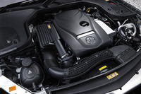 「E200」の2リッター直4直噴ターボエンジンは、1200rpmの低回転域から30.6kgmの最大トルクを発生する。JC08モードの燃費値は、14.7km/リッター。