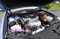 2.5リッターガソリンエンジンにモーターを組み合わせる新型「カムリ」の心臓部。システム全体で205psの最高出力を発生する。