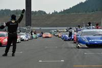 """2013年シーズンの第8戦は、""""ホンダのお膝元""""ツインリンクもてぎ。写真は、スタート前のグリッドの様子。"""
