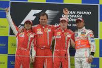 2戦連続のフェラーリ1-2ポディウム。今回のウィナーはキミ・ライコネン(右から2番目)だった。3位ルイス・ハミルトン(同1番目)は、チャンピオンチームに牙をむくことができず。(写真=Ferrari)