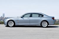 ハイブリッドモデル専用デザインのホイールが、ガソリンモデルとの識別ポイント。