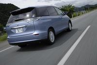 全車「VDIM」(ビークル・ダイナミクス・インテグレーテッド・マネージメント)を標準で装着。VSC(ビークル・スタビリティ・コントロール)、TRC(トラクション・コントロール)、EBD(電子制動力配分制御)付きABS、EPS(電動パワーステアリング)などを統合制御し、車両の安定性を保つ。