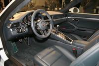 装備面では、オンラインナビ機能を備える新しいインフォテインメントシステムが標準装備となる(写真は「911カレラ」)。