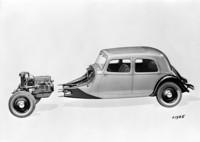 エンジン/ドライブトレインは、このような形でモノコックボディと連結されていた。(写真=Citroen Communication)