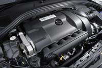 """心臓部は""""素の""""「T6 AWD」と同じ。304ps、44.9kgmを発生する3リッター直6が横置きされる。"""