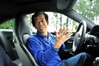 水野和敏(みずの かずとし)     1952年長野県生まれ。1972年日産自動車入社。「プリメーラ」やR32型「スカイライン」の車両パッケージ開発に携わる。89年にNISMOに出向してグループCカーレースに参戦。93年に日産に復帰し、2003年から「GT-R」(R35)プロジェクトにかかわるすべての責任業務を遂行。2013年3月末に同社を退社。