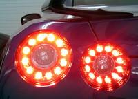 4灯同時点灯可能となる、リアコンビネーションランプアッセンブリー。