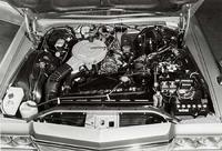 総排気量654cc×2から最高出力135ps/6000rpm、最大トルク19.0kgm/4000rpmを発生する13B型ロータリーエンジンは、コンパクトゆえ補機類に隠れてほとんど見えない。