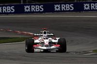 予選18位、スーパーアグリとしては過去最高位からスタートした佐藤琢磨。1周目の混乱を避けることができたが、セーフティカー後の再スタート、ティアゴ・モンテイロとのつばぜり合いの末接触。惜しくもリタイアした。チームメイトのフランク・モンタニーは多重クラッシュに巻き込まれ0周で戦列を去った。(写真=Honda)