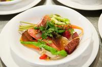 こちらは、「弘前の成田さんが創った完全無農薬・無肥料の野菜と季節の魚介類、そのジュレ寄せ、ミクニスタイル」。