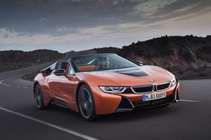 「BMW i8」のオープントップモデル発売