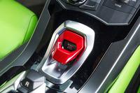 赤いキャップを跳ね上げたらボタンを押して、いざエンジンスタート。