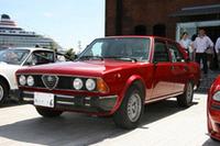 1979年から87年にかけて作られた「6(セイ)」。当時の「BMW528」や「メルセデス280」などに対抗する大型サルーン。アルフェッタを拡大したようなボディに2.5リッターV6エンジンを搭載する。
