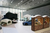 冬のアクティブライフをイメージした、東京・恵比寿のスバル本社ショールーム「スバル スター スクエア」。