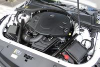 「CT6プラチナム」の3.6リッターV6 DOHCエンジン。最高出力340ps(250kW)、最大トルク39.4kgm(386Nm)を誇り、4輪を駆動して1920kgのボディーを軽々と走らせる。