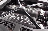 5.2リッターV10エンジンは610psと57.1kgmを発生する。