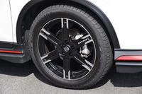 「LMX6」と名付けられた、19インチアルミホイール。1本の価格は5万760円。