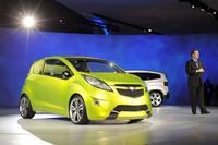GMは、写真の「シボレー・ビート・コンセプト」など、16種類の新車やコンセプトカーを展示した。(写真=GM)