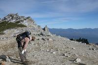 急斜面を何とか克服し、稜線にでた。疲れた!!