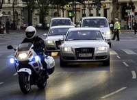 2006年5月、ウィーンの国際会議に向かう「アウディA8」の隊列。