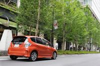 「フィットハイブリッドRS」の燃費(JC08モード)は、CVT車が22.2km/リッターで6MT車が20.0km/リッター。ちなみに、1.3リッターガソリンエンジンを電気モーターがサポートする「フィットハイブリッド」(CVTのみ)は、26.4km/リッターを記録する。
