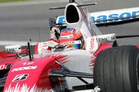トヨタのティモ・グロック(写真)は11番手からスタートで順位を落したが、その後セーフティーカー走行中に7位、そして最後は自身最高の4位でフィニッシュした。ヤルノ・トゥルーリも6位で、トヨタは2006年日本GP以来となるダブル入賞にわいた。(写真=Toyota)