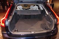 ワゴンモデルの荷室容量は、5人乗車時で560リッター。シートの背もたれを前方に倒すことで最大1526リッターにまで拡大できる。