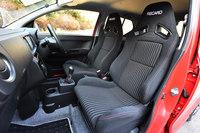 「アルト ワークス」にはレカロ製のスポーツシートが標準装備される。