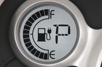 電気残量や航続可能距離がインパネに表示される。