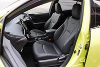 前席は、座骨に集中しがちな圧力を分散、包み込まれるような快適な掛け心地を提供するという。