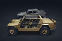 「チーター」(手前)は軍用を企図して造られたワンオフのプロトタイプ。対する「LM002」(奥)は民間向けの量産車として1986年から約300台造られた。