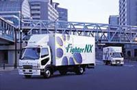 三菱ふそう、中型トラックに天然ガスエンジン車追加の画像