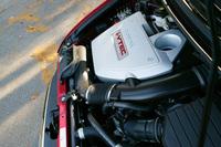 新型オデッセイのエンジンは、すべて2.4リッター直4DOHC。VTECに加え、吸気バルブタイミングを連続的に変化させる「VTC」を組み合わせ、標準車は160psの最高出力を発生する。アブソルートは、吸排気系をチューンした200psユニットを積む。