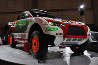 2009年1月開催の「東京オートサロン」で展示された、ダカールラリー参戦車両「レーシングランサー」。