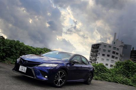 """10代目「トヨタ・カムリ」の販売開始から1年、新グレードが追加された。""""Worldwide Sporty""""の頭文字を持..."""