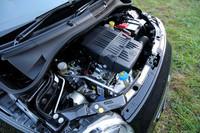 アイドリングストップ機構も備わる、1.2リッターエンジン。1.4リッターモデルには、同機構は付かない。