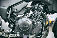 エンジンは248ccの水冷4ストローク2気筒SOHC。フリクションの低減と燃焼効率向上を追求することで、低中速域でも扱いやすい出力特性と、優れた燃費性能を実現している。