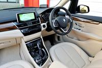 BMWの名にふさわしい高い質感を持つインテリア。シートカラーは「キャンベラ・ベージュ」。