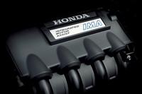 1.5リッターi-VTECにモーターを組み合わせた「IMA」ユニット。10・15モードで24.0km/リッター、JC08モードでは21.6km/リッターの燃費性能を実現する。