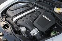 630psを発生する心臓部。ベントレーは、2012年までにCO2排出量を15%削減するという目標のもと、新しいパワートレインを開発中だという。